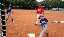 明星球員進竹市校棒隊 指導小球員深耕基層棒球