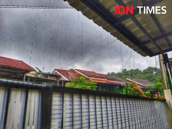 Hujan Diprediksi Mengguyur 4 Wilayah Jakarta, Waspada Angin Kencang!