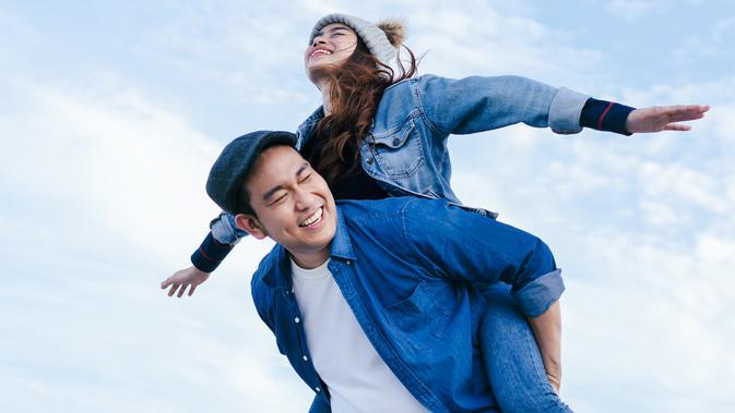 Ilustrasi pasangan cinta./Photo by Happy Together from Shutterstock