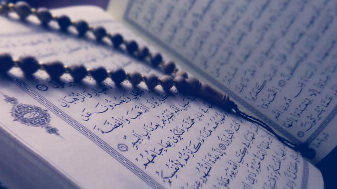 Ilustrasi Kitab Al Qur'an Credit: pexels.com/Tayeb