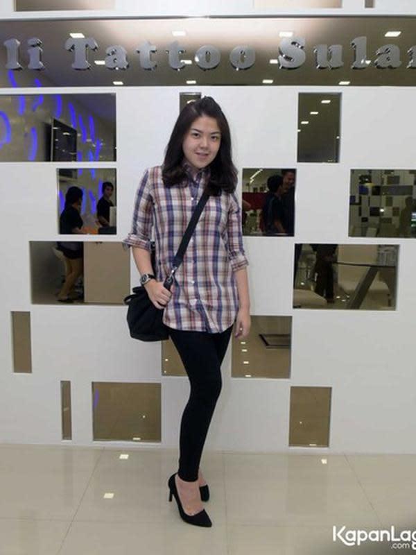 Artis yang kini menjadi menjadi anggota DPRD DKI Jakarta, Tina Toon juga salah satu artis yang sukses menurunkan berat badan. Mantan penyanyi cilik yang terlihat tambun itu bisa menurunkan hingga 25 kilogram dalam waktu singkat. (Kapanlagi.com/Muhmammad Akrom Sukarya)