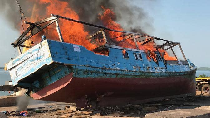 Bawa Tangkapan Hiu, Kapal Nelayan Indonesia Dibakar Aparat Australia
