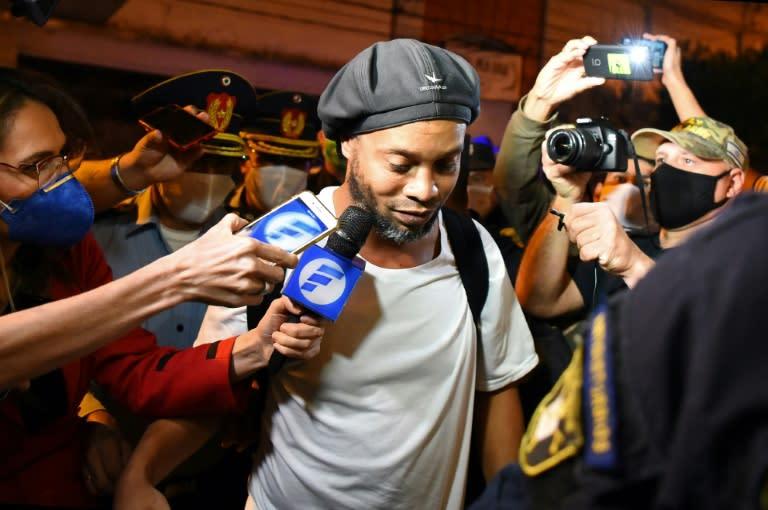 Paraguayan hearing into Ronaldinho's fake passport opens