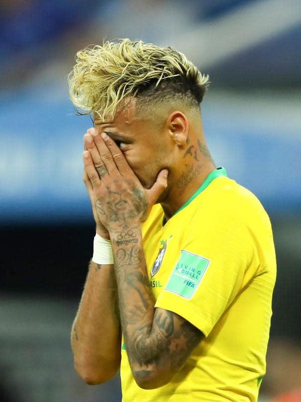 Gaya rambut berbeda pernah diperlihatkan Neymar Jr saat membela Timnas Brasil