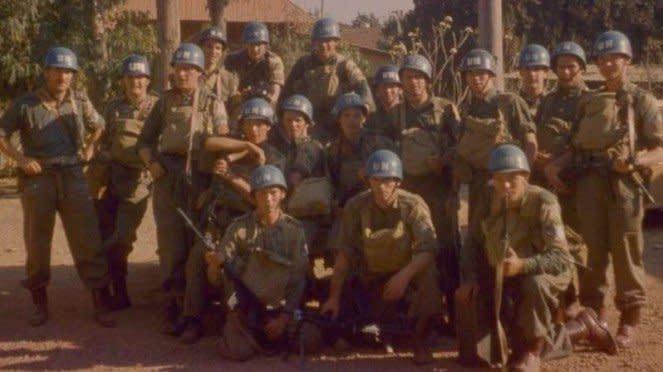 VIVA Militer: Kolonel Pat Quinlan (kiri) bersama pasukan Kompi A di Kongo