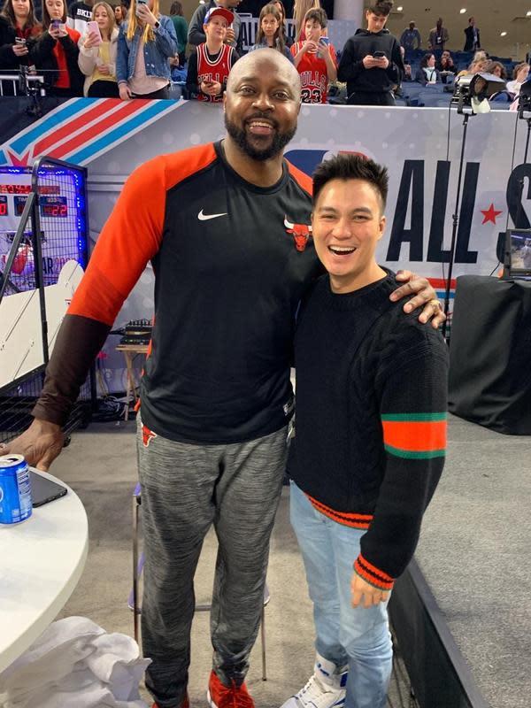 Selain foto bareng Giannis Antetokounmpo, ia juga berswafoto dengan mantan pemain NBA, Horace Grant. (Foto: dok. Istimewa)
