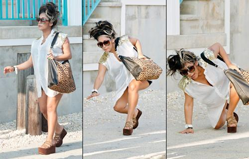 Pregnant Snooki takes a spill in platform sandals