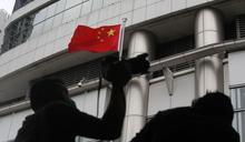 衝突再升級?南華早報:美官員見香港政要 將須北京批准