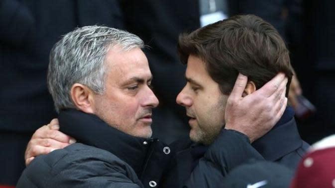 Pelatih Manchester United, Jose Mourinho (kiri) dan manajer Tottenham Hotspur, Mauricio Pochettino. (Mirror).