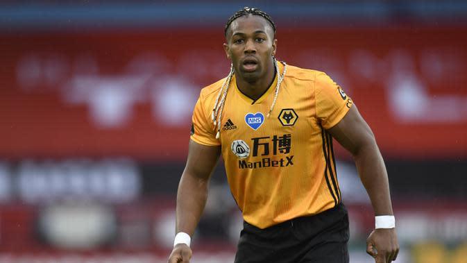 3. Adama Traore (36,2 kmph) - Pemain Wolverhampton Wanderers ini memiliki kemampuan berlari yang luar biasa dalam melewati pertahan lawan. Adama Traore tercatat memiliki kecepatan berlari 36,2 kmph. (AFP/ Peter powell/pool)