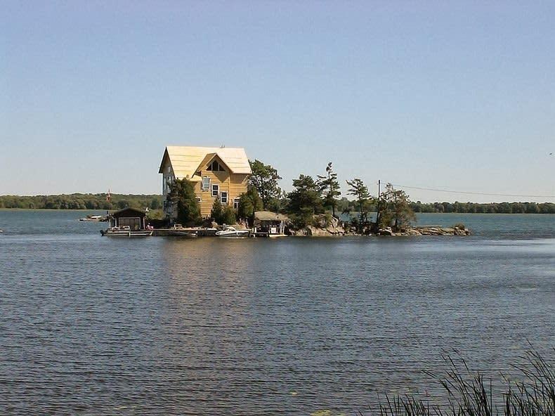جزر الألف.. منزل واحد لكل جزيرة Thousand-islands-105