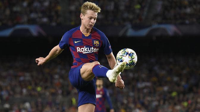 Frenkie de Jong (Ajax Amsterdam ke Barcelona) - Barcelona memutuskan untuk merekrut De Jong pada bursa transfer musim dingin 2019 dan merogoh kocek senilai 65,3 juta pounds. (AFP/Josep Lago)