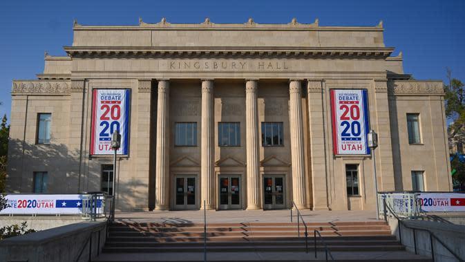 Kingsbury Hall, tempat debat calon wakil presiden AS, terlihat di Universitas Utah di Salt Lake City, Senin (5/10/2020). Universitas Utah akan menjadi tuan rumah debat cawapres petahana Mike Pence dan Senator California Kamala Harris akan digelar pada Rabu 7 Oktober. (Eric BARADAT / AFP)