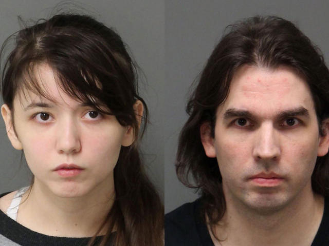 Katie Pladl, de 20 años, y su padre Steven Padl, de 41, mantuvieron relaciones sexuales, tuvieron un hijo y pretendían casarse. Fueron arrestados y acusados de incesto en Carolina del Norte. (Wake County Sheriff / Yahoo)