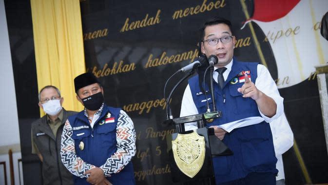 Gubernur Jawa Barat Ridwan Kamil, melakukan konferensi pes usai rapat Gugus Tugas Percepatan Penanggulangan Covid-19 Jabar di Makodam III/Siliwangi, Kota Bandung, Selasa (2/6/2020). (Foto: Humas Jabar)
