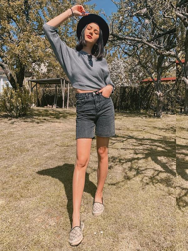 Seleb kelahiran 25 Maret 1998 ini sering kali mengunggah berbagai gaya berbusananya di Instagram. Bak model profesional, ia pun sering mengenakan dress hasil karya rumah fashion ternama dunia seperti Dior. (Liputan6.com/IG/alyssadaguise)