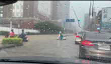 信義區淹大水!汽、機車全塞爆
