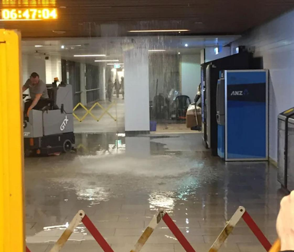 <p>Rain floods into Town Hall railway station. Source: Reddit/sumpeeps </p>