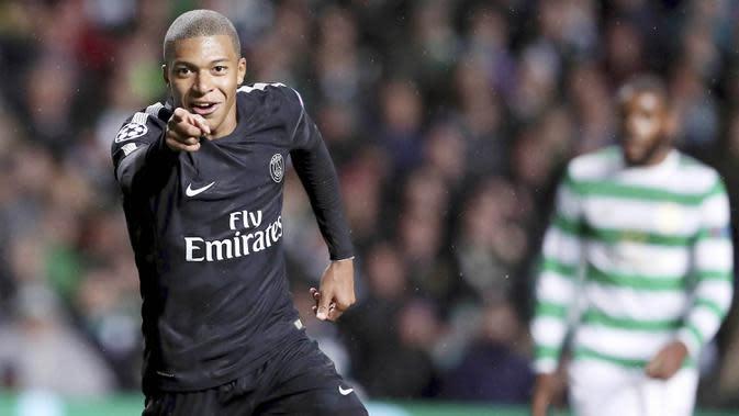 Kylian Mbappe - Pemuda asal Prancis ini terkenal dengan kecepatannya dalam mengobrak-abrik pertahanan lawan. Jika tidak disiplin mengawal striker berusia 21 tahun itu maka gawang Manuel Neuer siap-siap jadi lumbung gol PSG.(AP/Scott Heppell)