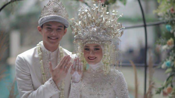 Rey Mbayang Lihat Dinda Hauw Lepas Hijab, Bintang Emon Singgung Anjay