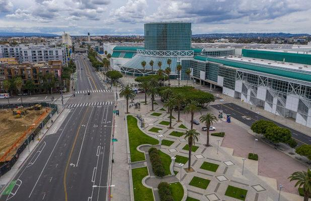 LA's Convention Center Has Been Converted Into a Federal Field Hospital