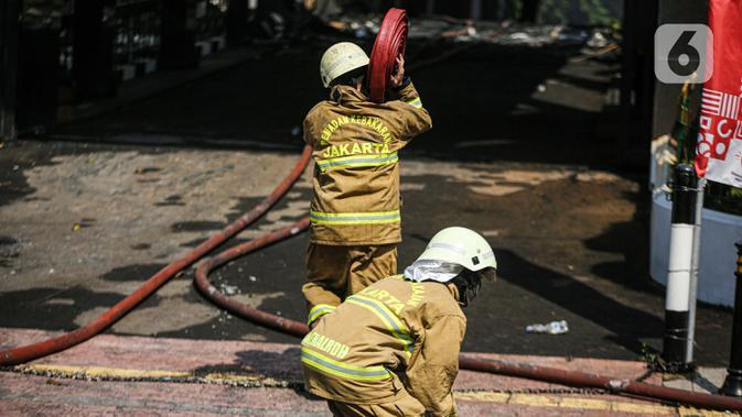 Kebakaran Kejaksaan Agung, Damkar Masih Lakukan Pendinginan