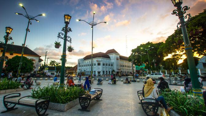 Jalan-jalan keliling kota meski #dirumahaja (c)shutterstock