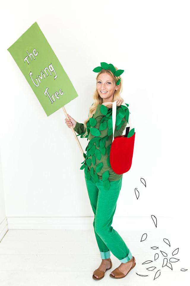 "<p>This clever Halloween costume can be pulled off with zero sewing skills — right down to the no-sew felt apple trick-or-treat bag.<br></p><p><em><a href=""http://thehousethatlarsbuilt.com/2015/10/the-giving-tree-parent-and-child-costumes.html/"" target=""_blank"">Get the tutorial from The House That Lars Built »</a></em></p>"