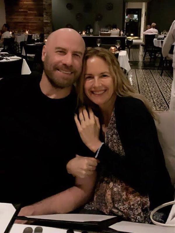 Senin (13/7/2020), John Travolta mengunggah foto mendiang istrinya dan memberitahu tentang kabar duka tersebut. Mengungkap rasa sedihnya, John juga menceritakan tentang kanker yang diidap sang istri dua tahun belakangan. (Instagram/johntravolta)
