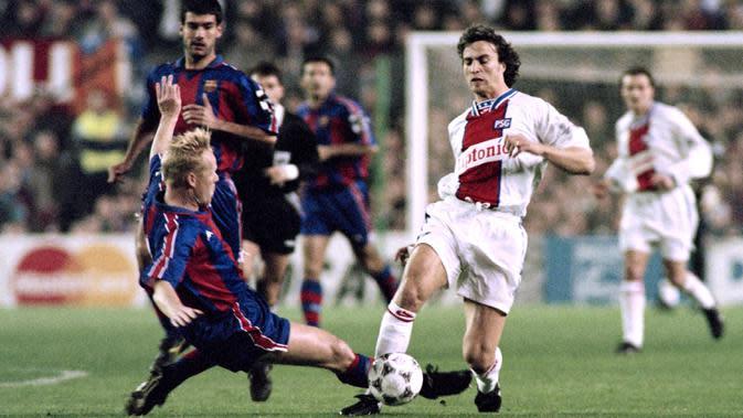 Saat menjadi pemain, Ronald Koeman dikenal sebagai bek paling berpengaruh dan memiliki kehebatan dalam mencetak gol di sepak bola modern. (AFP/Gerard Julien)