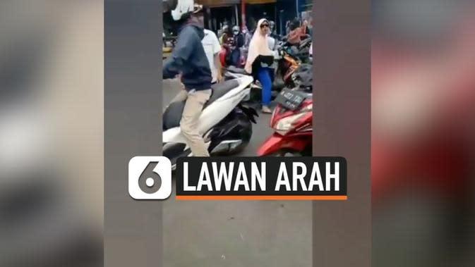 VIDEO: Ditegur Karena Lawan Arah, Ibu ini Marah