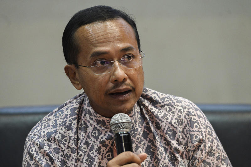 PAS vice president Datuk Seri Ahmad Samsuri Mokhtar speaks during the annual PAS Muktamar in Kuala Lumpur September 11, 2020. — Picture by Miera Zulyana