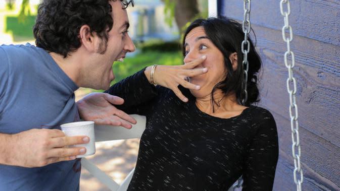 Tak cukup hanya sikat gigi dua kali sehari. Supaya napas menjadi segar, ini beberapa langkah yang harus kamu lakukan. | via: huffpost.com