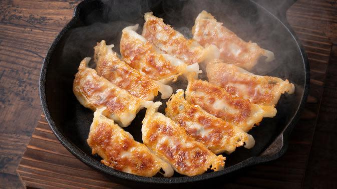 Ilustrasi Resep aneka macam gyoza, makanan ala Jepang yang mudah dan praktis di buat/Shinari/shutterstock