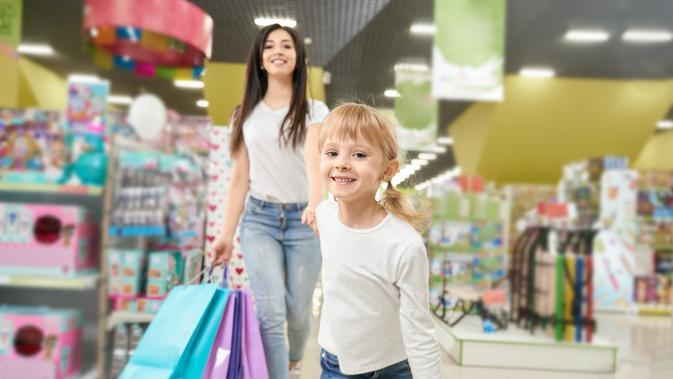 Ilustrasi Berbelanja Bersama Anak Credit: pexels.com/pixabay