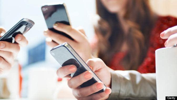 Kebiasaan Buruk saat Menggunakan Gadget (Sumber Foto: Getty Images/HuffingtonPost)