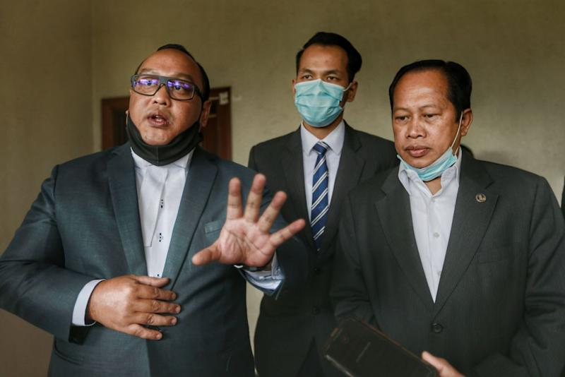 Lawyer Hamidi Mohd Noh (left) speaks to reporters at the Kuala Lumpur High Court July 9, 2020. — Picture by Ahmad Zamzahuri