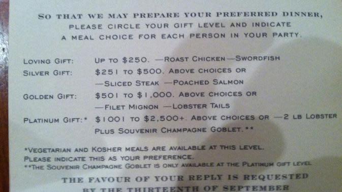 Menu hidangan di pernikahan ini dibedakan sesuai uang amplop. (Sumber: Fox News)