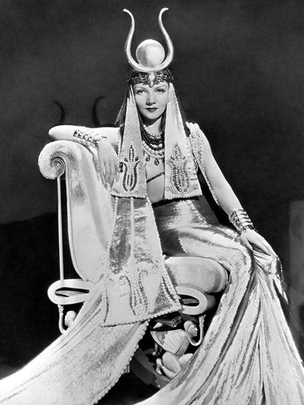 Claudette Colbert sebagai Cleopatra. (Foto: Dok. Paramount Pictures/ IMDb)