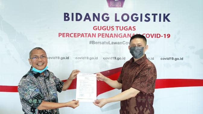 Oppo Indonesia menyalurkan bantuan APD untuk tenaga medis kepada BNPB sebagai bentuk keikutsertaan penanganan Covid-19 (Foto: Oppo Indonesia)