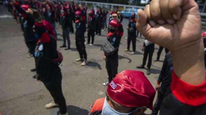 Tuntut Omnibus Law Dicabut, Ribuan Buruh Jawa Timur Akan Demo Lagi