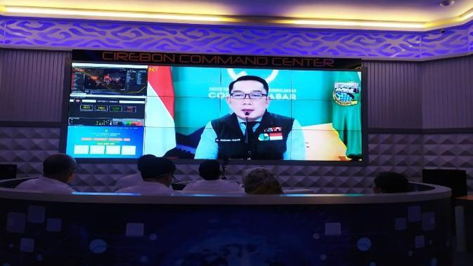 Suasana rapat virtual Gubernur Jawa Barat Ridwan Kamil bersama bupati maupun walikota se provinsi Jabar. Foto (Liputan6.com / Panji Prayitno)