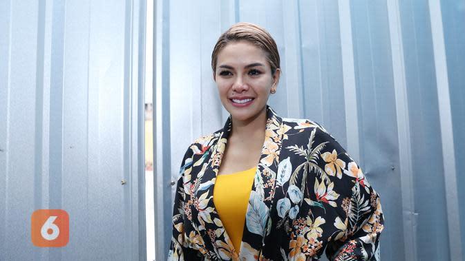 Belakangan ini, muncul kabar Nikita Mirzani tengah hamil dua bulan. Kabar itu menarik perhatian karena hingga kini ia belum menjelaskan terkait hubungannya dengan pengusaha Dipo Latief. (Nurwahyunan/Bintang.com)