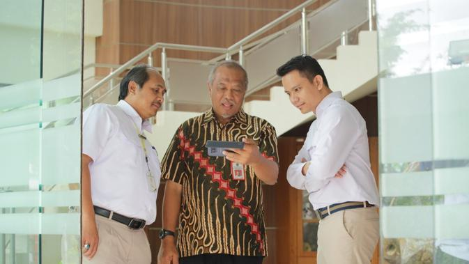 Kepala Bidang Penyelenggara dan Sarana Prasarana Pengembangan SDM, Ade Hidayat menerima kunjungan dari Dinas ESDM Provinsi Kalimantan Timur, di Gedung Diklat PPSDM Geominerba, Bandung, Kamis (14/11).