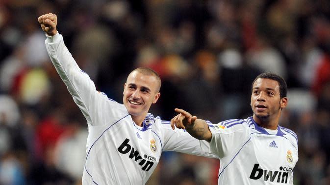 Fabio Cannavaro - Postur pendek sebagai bek tak membuat Canna patah arang. Cannavaro mampu membawa Italia keluar sebagai juara usai membungkam Prancis di final Piala Dunia 2006. (AFP/Javier Soriano)