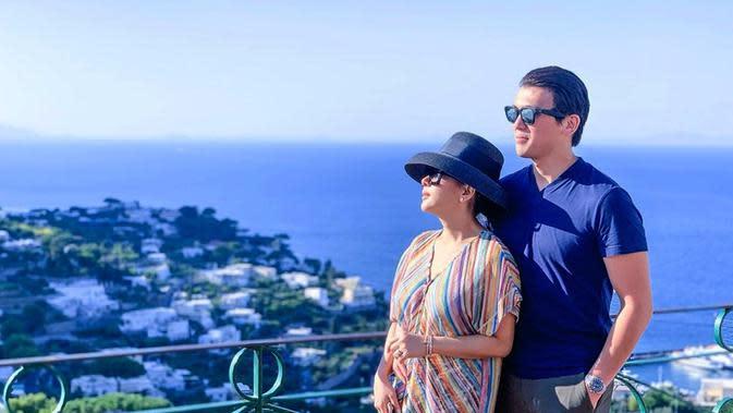 Momen liburannya pun tentu ditemani oleh sang suami. Selain itu, ia pun mengajak sang adik Aisyahrini dalam momen serunya liburan. Dalam beberapa waktu terkahir ini pun, Syahrini membagikan momen liburannya seperti ke Singapore, Jepang hingga Eropa. (Liputan6.com/IG/@princessyahrini)