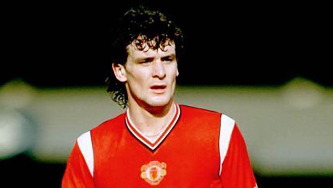 2. Mark Hughes - Pemain asli binaan Manchester United ini dua periode membela Setan Merah. Pertama periode 1983 hingga 1986 kemudian pindah ke Barcelona dan akhirnya kembali membela MU pada tahun 1989 hingga 1995. (Pinterest)