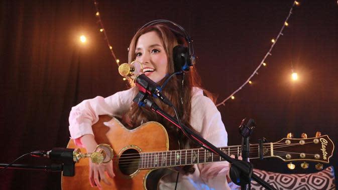 Lirik Lagu Niesya Aku Melihat Indonesia