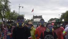 學生們遊行前往大皇宮 (圖)