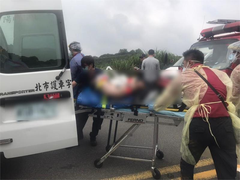 快新聞/男子墜落擎天崗6米邊坡 無呼吸心跳送醫搶救中